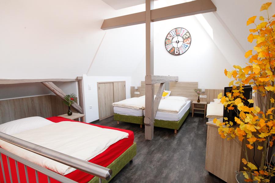 Wirtshaus am Treidelpfad Haßmersheim Familienzimmer.- schlafen obenjpg